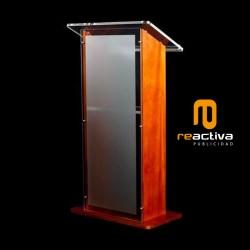 Atril modelo Maragda, combinando madera y acrílico
